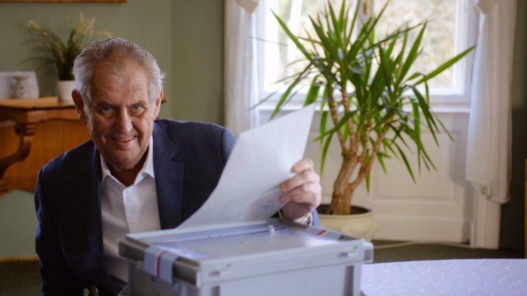 Záhada podpisu Miloše Zemana: Je to podvrh, nebo ne? Grafolog promluvil