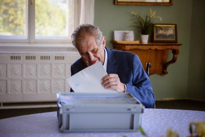 Zeman v nemocnici: Srší vtipem a směje se zprávám o své smrti, tvrdí Vondráček