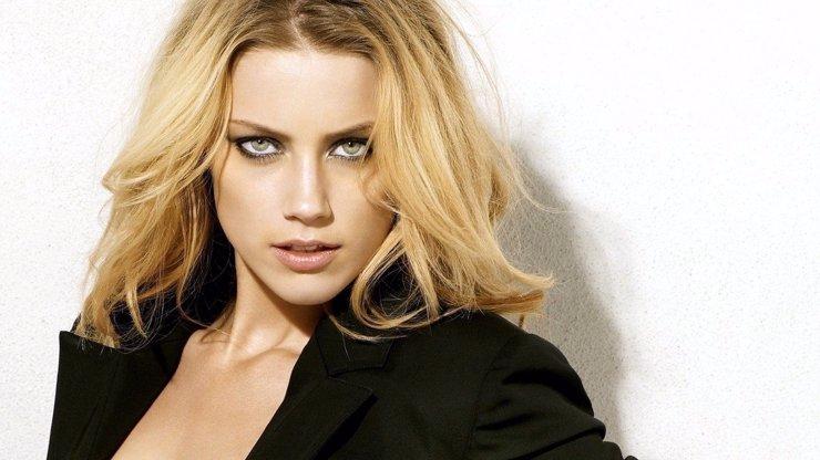 Přitažlivá Amber Heard si prošla peklem. Johnny Depp ji mlátil, škrtil i kopal