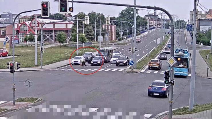 Šílenec v Ostravě: Nejdřív vybrzdil řidičku, pak mlátil jejího spolujezdce