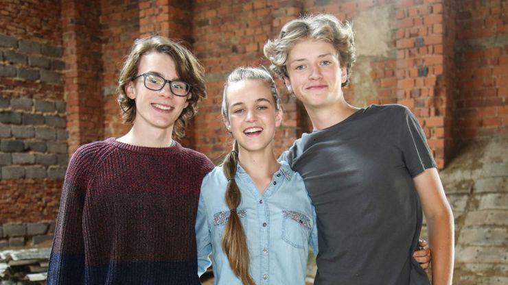 Hvězdy nad hlavou:  Mladý milostný trojúhelník sehrají děti slavných