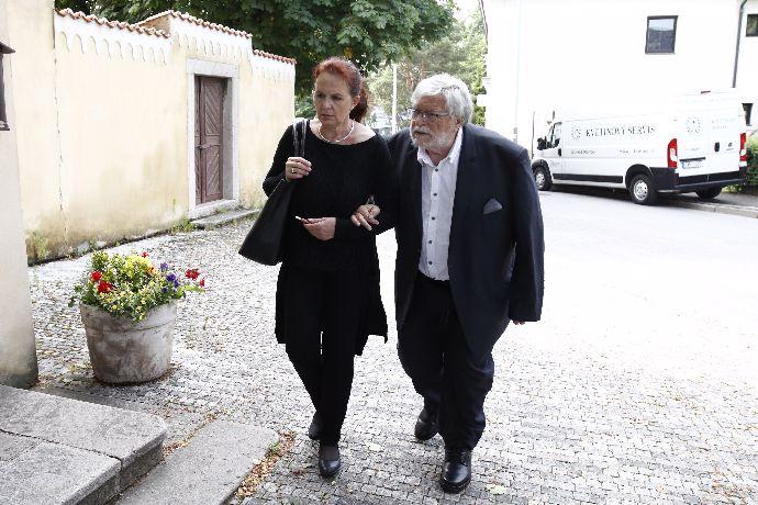 Jan Kačer se skoro po šedesáti letech společného soužití letos rozloučil se svou ženou Ninou Divíškovou.
