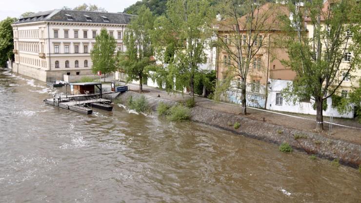 Zavřené náplavky a hrozící povodně: Meteorologové vydali další výstrahu