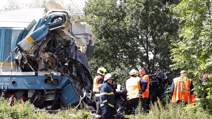 Mrazivé detaily vlakového neštěstí u Domažlic: Kdo může za nehodu a proč rychlík jezdí po staré jednokolejce?