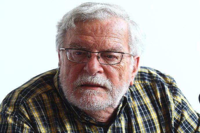 Jan Kačer leží v nemocnici.