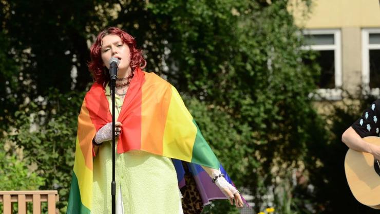 Slovenská zpěvačka způsobila vPolsku haló: Během přímého přenosu překvapila svým gestem