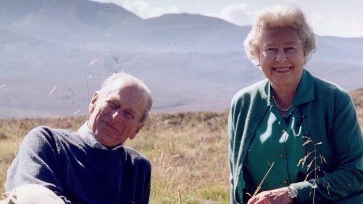 Královna Alžběta přišla o životní lásku:  Zveřejnila svou nejmilovanější vzpomínku
