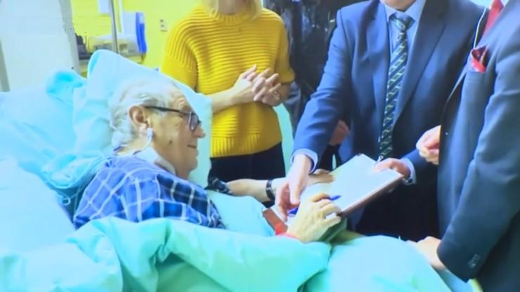 První záběry prezidenta Miloše Zemana z nemocnice: Mynář je pustil na nečekané tiskovce