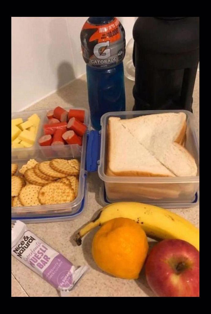 Zacházíte s ním jak s dítětem! Fotografie s obědem pro manžela vyvolala apokalypsu