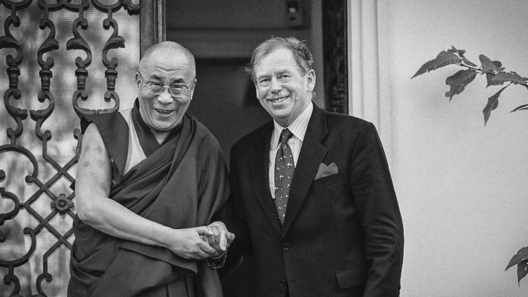 Dalajlama a Václav Havel: Kniha mapuje první setkání dvou velikánů v Československu