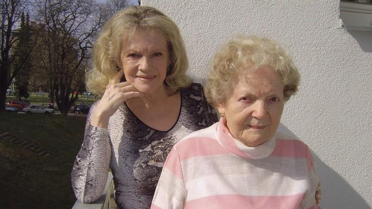 Ve 106 letech odešla za dcerou: Smrt Evy Pilarové už její matka tolik nevnímala, říká rodina