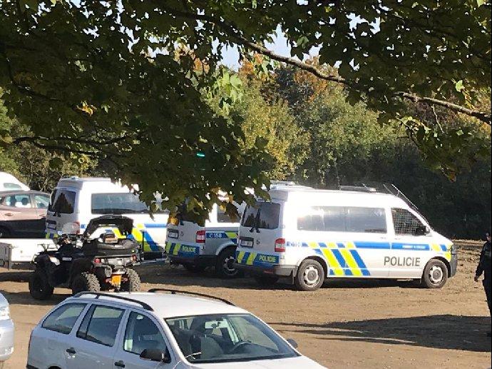 Do pátrání se zapojilo mnoho policistů.