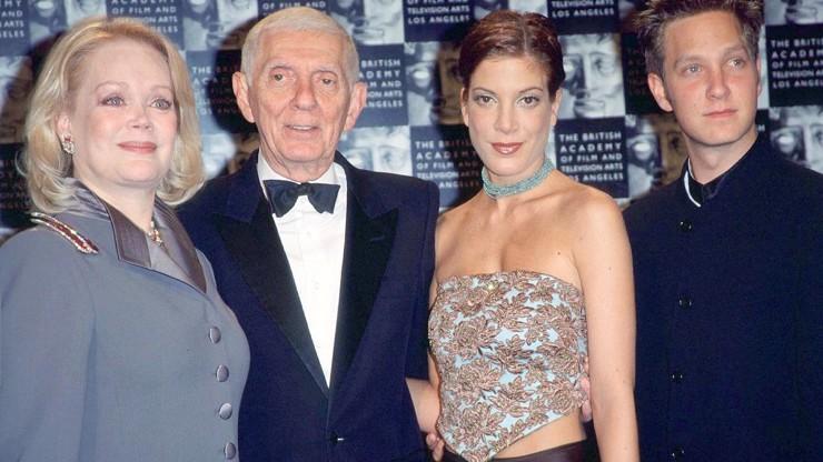 Z Donny z Beverly Hills se táta musí obracet v hrobě: Prošustrovala miliony a nervově se zhroutila