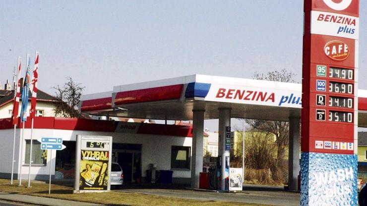 Tradiční Benzina končí: Po více než 60 letech se pumpy přejmenují na Orlen