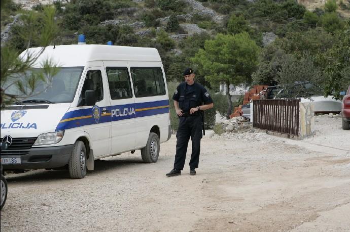 Otřesný případ v Chorvatsku. Policie vyšetřuje smrt tří dětí. Podezření padá na otce