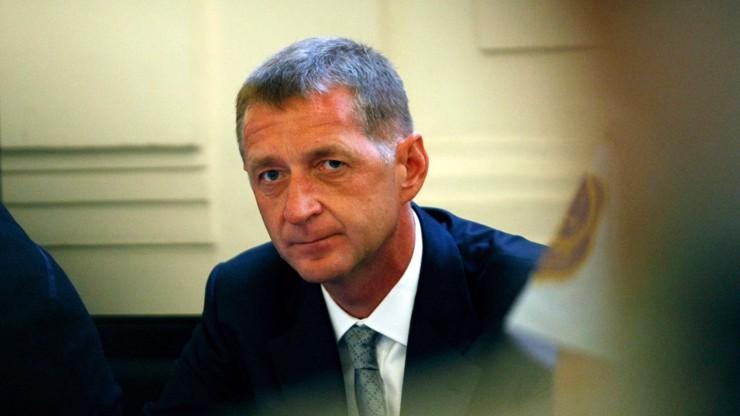 Spadla klec: Roman Janoušek se za pomoci berle dobelhal do vězení na Pankráci