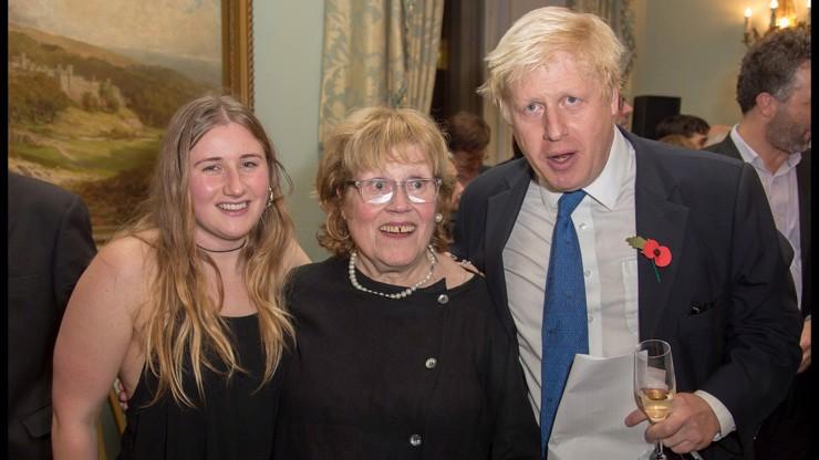 Premiérova dcera se živí tělem: Kypré tvary už jsou zřejmě zase v kurzu. Z extrému do extrému, píší lidé