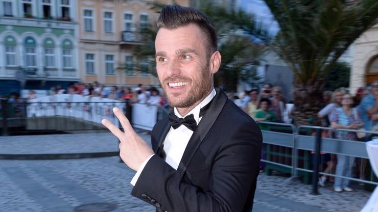 Leoš Mareš a jeho faux pas s kalhotami.