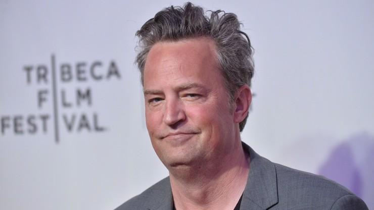 Krátce po zásnubách: Chandler ze seriálu Přátelé oznámil rozchod s o 22 let mladší partnerkou