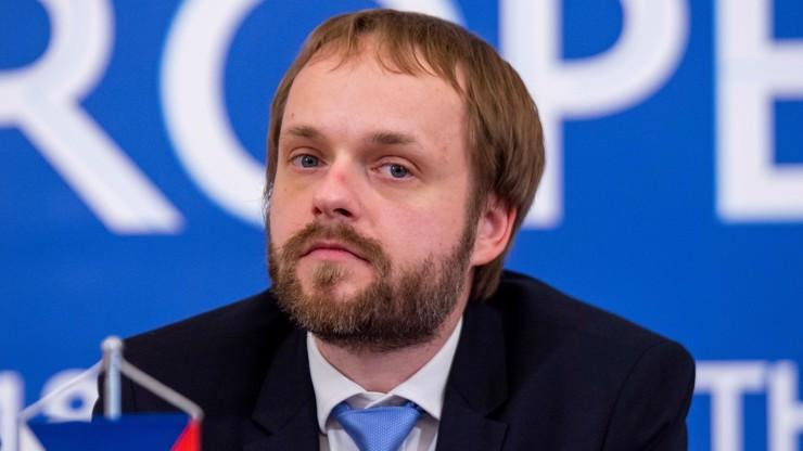 Šéf zahraničí Kulhánek volá po debatě: Svolejme experty, téma česko-ruské vztahy