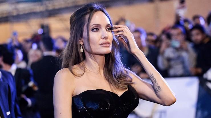 Angelina Jolie se ztrácí před očima: Je pohublá na kost a fanoušci se o ni začínají bát
