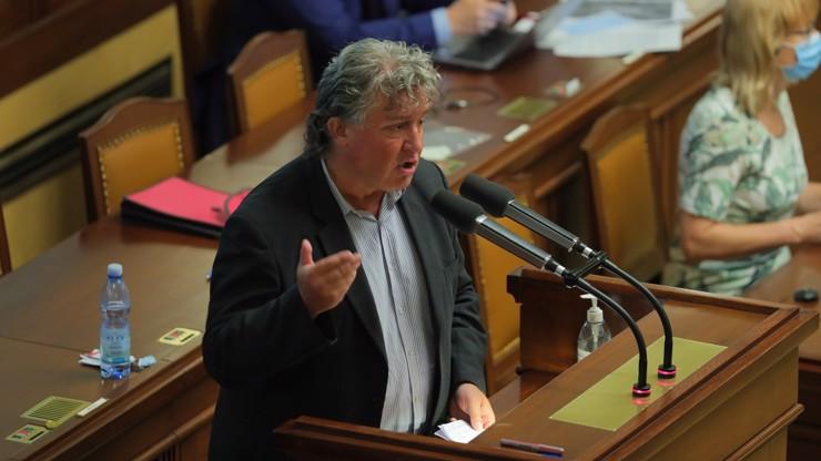 Komunista Dolejš hlásí: Při hlasování o nedůvěře vlády odejdeme ze sálu