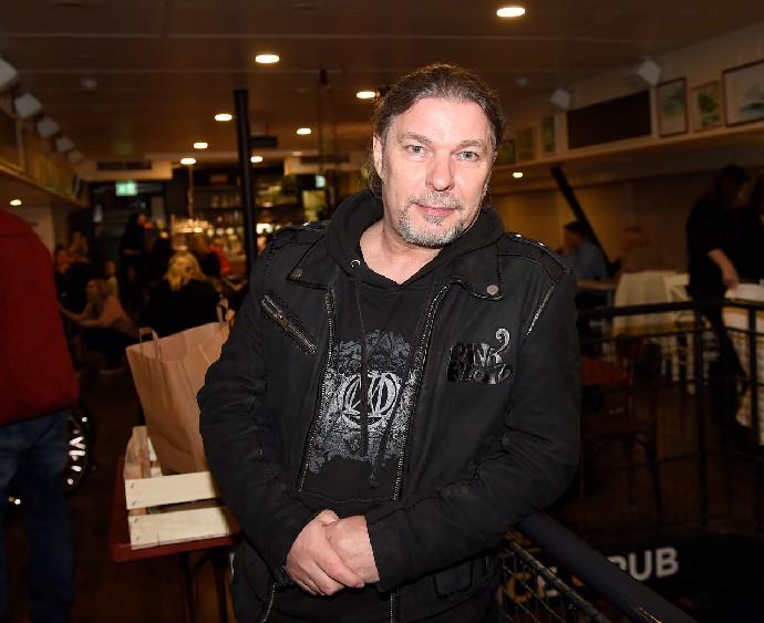 Petr Kolář si hymnou SPD podělal kariéru. Chcípal hlady, ale měl se jít radši pást, říká představitel Vikiho Cabadaje
