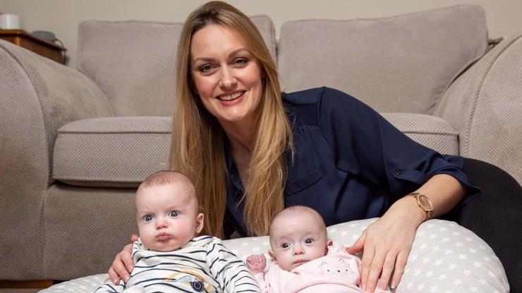 Otěhotněla těhotná: Ženě (39) se narodily naráz dvě různě staré děti