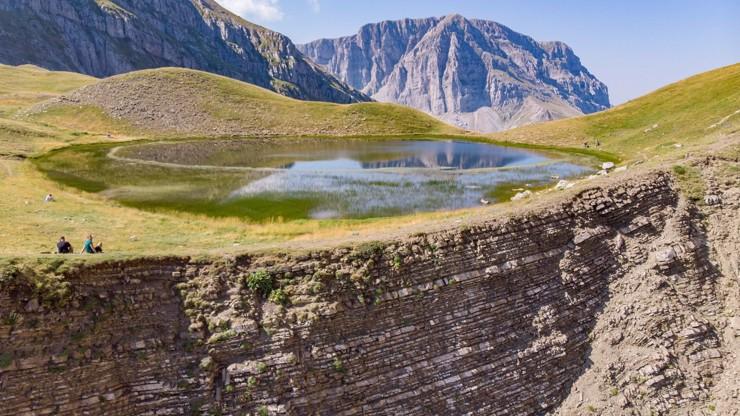 Češka se na túře zřítila ze 40 metrů: Manžel našel její bezvládné tělo v hlubokém údolí