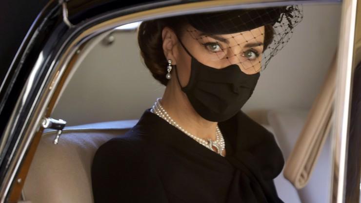 Vévodkyně Kate s rodinou odchází z paláce: Může za to královna Alžběta