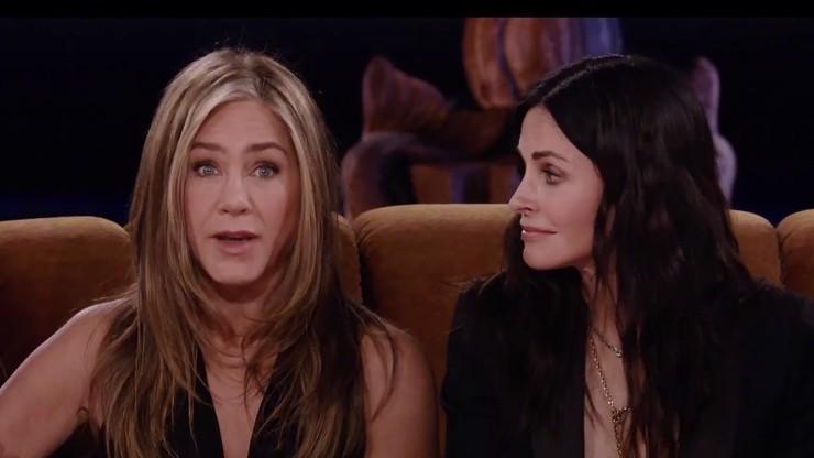 Návrat seriálu Přátelé vyvolal šílenství: Jennifer Aniston přiznala lásku na place
