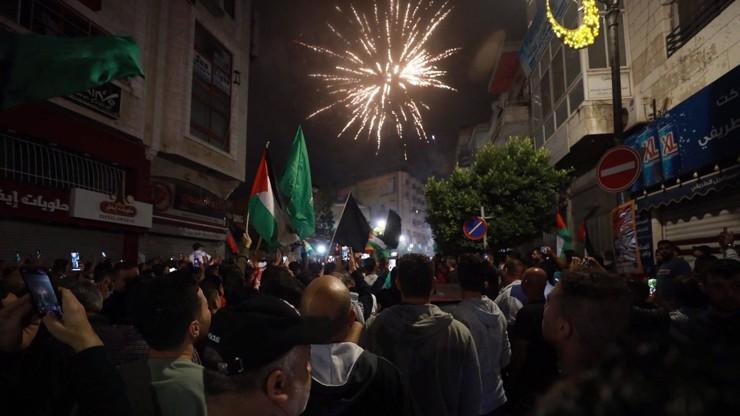 Obrazem z izraelsko-palestinské roztržky: Nad Palestinci létaly rakety, slavilo se příměří