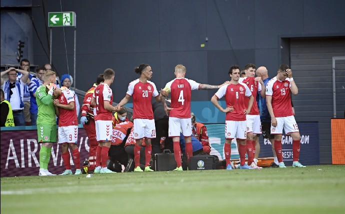 Fotka, na kterou všichni čekali: Fotbalista Eriksen poslal vysmátý pozdrav z nemocnice