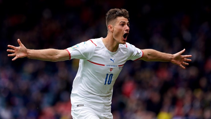 Nejkrásnější gól mistrovství Evropy? Patrik Schick překonal brankáře téměř z poloviny hřiště