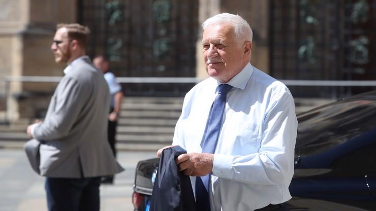 Oslava narozenin Václava Klause: Stovka VIP hostů, bizarní tanec i neúnosné vedro