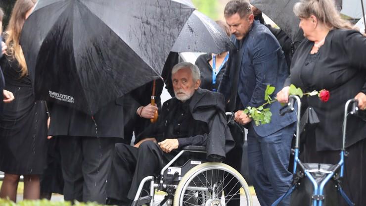 Zlomený Josef Abrhám na pohřbu milované Libušky Šafránkové: Plakalo i samo nebe