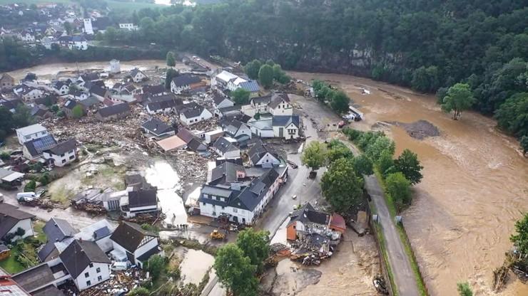 Nebezpečné bouřky a povodně v Německu: Z domů se ozývá křik, mrtvých je už přes 80