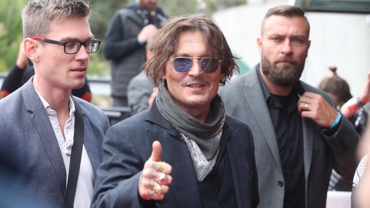 Johnny Depp na červeném koberci ve Varech.