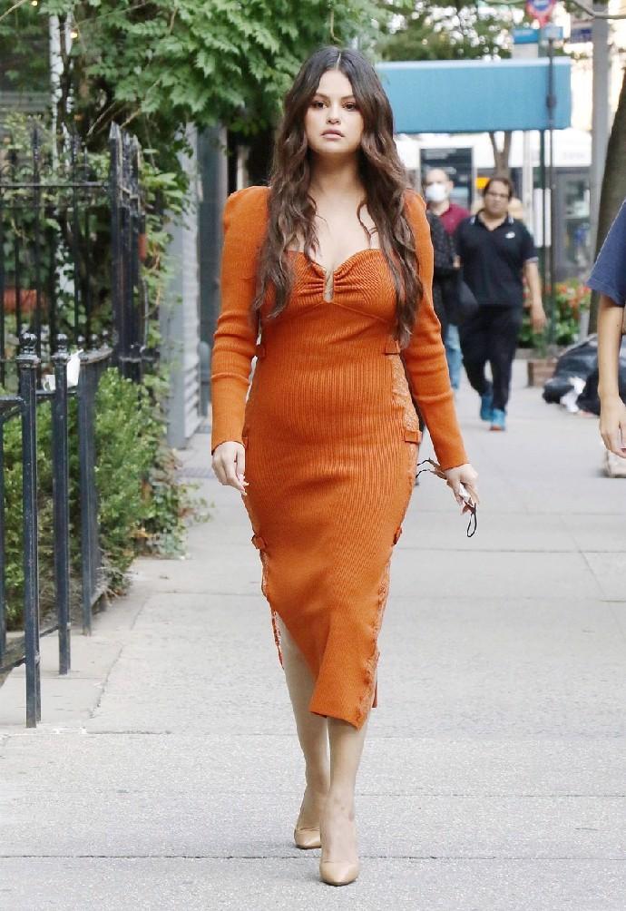 Selena Gomez vystrašila fanoušky vzhledem: Oblečená jako hastroš a neupravená, maskovala snad únavu