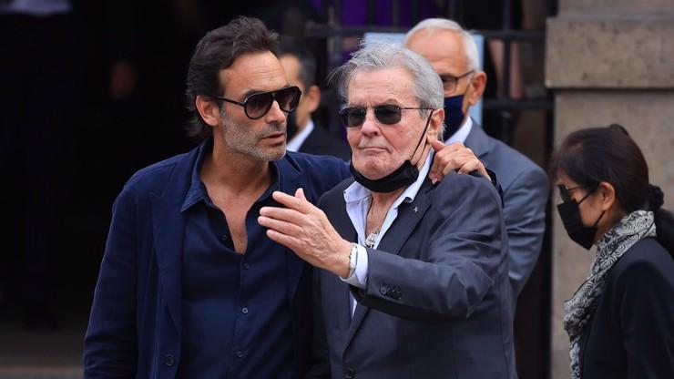 Alain Delon se synem Anthonym dorazil na pohřeb Jeana-Paula Belmonda.
