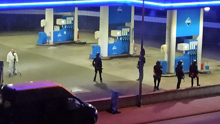 Muž po hádce kvůli rouškám zastřelil prodavače. Štvala ho koronavirová situace