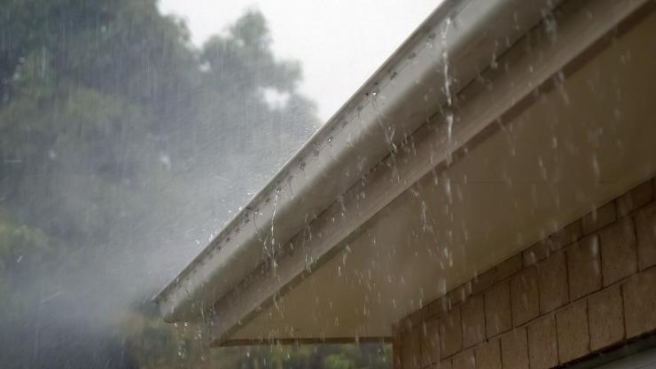 Týdenní předpověď: Úmorná vedra si budou podávat ruce s lijáky a bouřkami