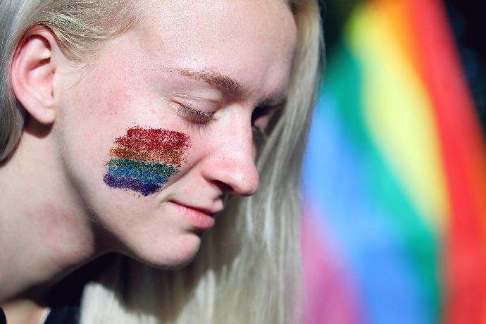 Průzkum: Stejnopohlavní manželství podporuje 180 kandidujících do Sněmovny i většina společnosti.