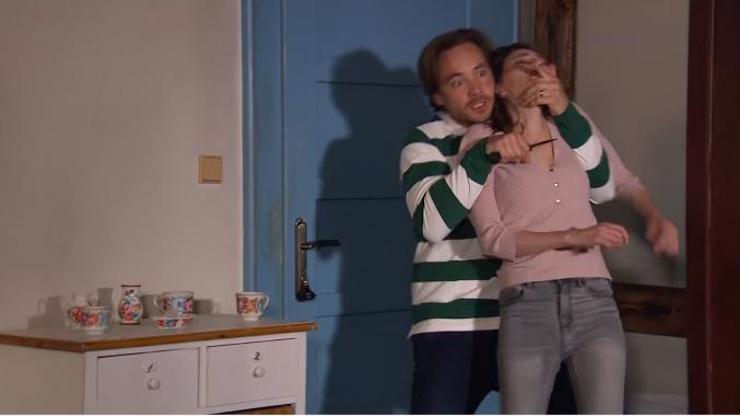 Drama ve Slunečné: Roman drží Sylvě nůž pod krkem!