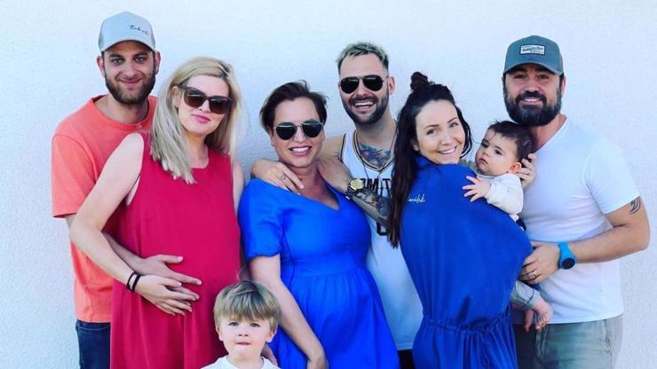 Instanews: Těhotné 3v1 v obležení dětí a tatínků zakládají Klapzubovu jedenáctku