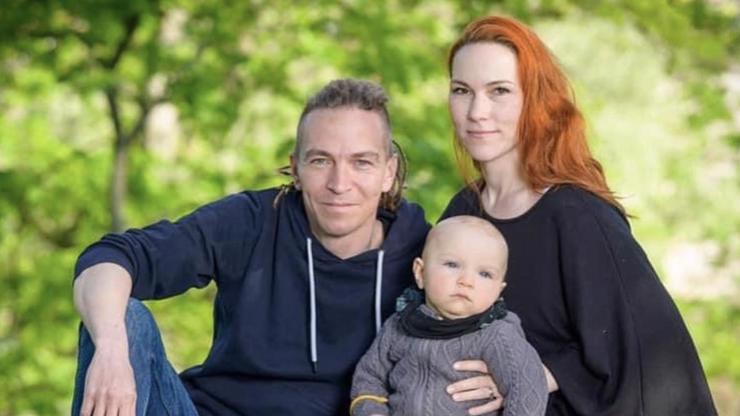 Šéf pirátů Ivan Bartoš se chlubí rodinou: Úplný Harry a Meghan, komentují lidé