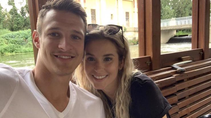 Hokejista Kubalík se oženil! Na malebném statku si vzal krásnou přítelkyni Kláru
