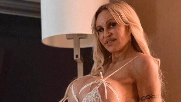 Úplná Pamela Anderson: Profesionální společnice v pokročilém věku vás odzbrojí