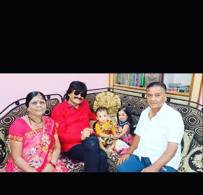 Tohle je nejmenší žena na světě: Roztomilá Jyoti připomíná spíš panenku