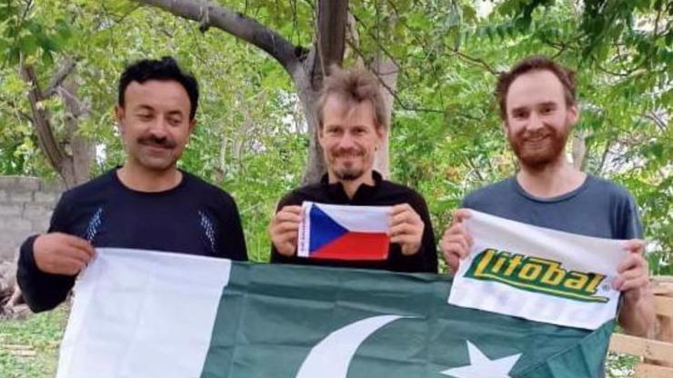 České horolezce dál drží v Pákistánu: Zachránili jsme vás, teď zaplaťte!